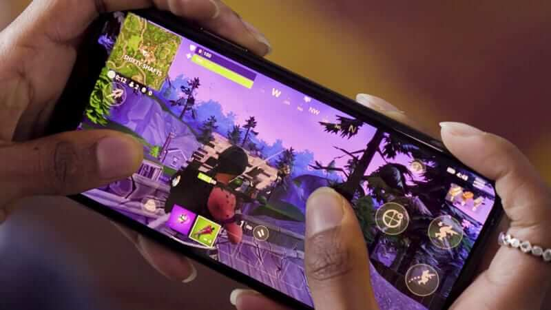 fortninte-mobile-epic-games-females